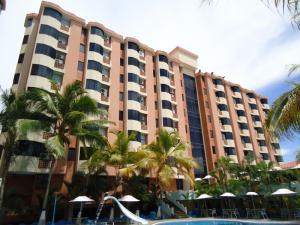 Apartamento En Venta En Higuerote, Puerto Encantado, Venezuela, VE RAH: 16-7644