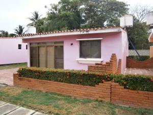 Casa En Venta En Tucacas, Tucacas, Venezuela, VE RAH: 16-7642