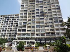 Apartamento En Venta En Parroquia Caraballeda, Los Corales, Venezuela, VE RAH: 16-6111
