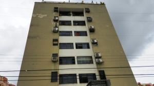 Apartamento En Venta En Valencia, Camoruco, Venezuela, VE RAH: 16-7683