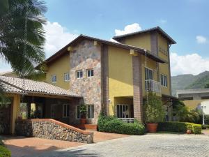 Casa En Venta En Municipio San Diego, Villas De San Diego, Venezuela, VE RAH: 16-7752