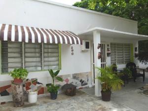 Casa En Venta En Maracay, El Limon, Venezuela, VE RAH: 16-7759