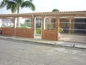 Casa En Venta En Municipio Los Guayos, Paraparal, Venezuela, VE RAH: 16-7849