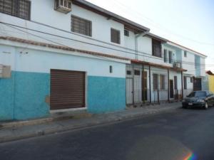 Local Comercial En Alquiler En Valencia, San Blas, Venezuela, VE RAH: 16-7837