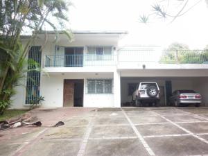 Casa En Venta En Caracas, La Lagunita Country Club, Venezuela, VE RAH: 16-7881
