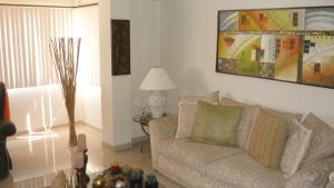 Apartamento En Venta En Maracaibo, La Lago, Venezuela, VE RAH: 16-7888