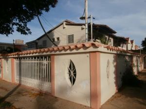 Casa En Venta En Coro, Los Orumos, Venezuela, VE RAH: 16-7916