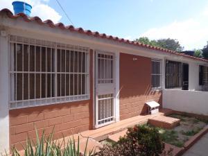 Casa En Venta En Cagua, Prados De La Encrucijada, Venezuela, VE RAH: 16-7921