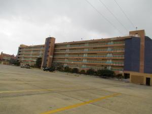 Apartamento En Venta En Tucacas, Tucacas, Venezuela, VE RAH: 16-7956