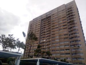 Apartamento En Venta En Catia La Mar, Playa Grande, Venezuela, VE RAH: 16-8001