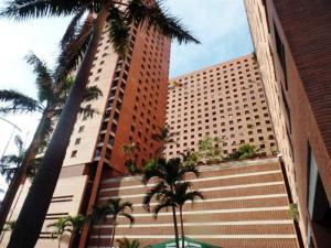 Apartamento En Venta En Caracas, Sabana Grande, Venezuela, VE RAH: 16-8231