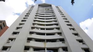Apartamento En Venta En Valencia, Valles De Camoruco, Venezuela, VE RAH: 16-8030