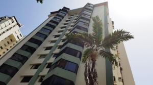 Apartamento En Venta En Valencia, Valles De Camoruco, Venezuela, VE RAH: 16-8033