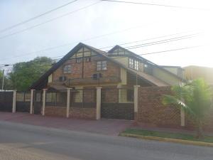 Local Comercial En Venta En Maracaibo, Valle Claro, Venezuela, VE RAH: 16-8140