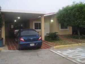 Townhouse En Venta En Maracaibo, Doral Norte, Venezuela, VE RAH: 16-8186