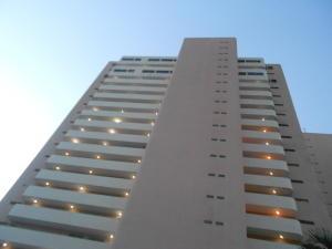Apartamento En Venta En Catia La Mar, Playa Grande, Venezuela, VE RAH: 16-8207
