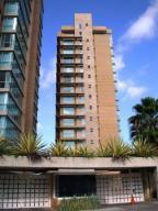 Apartamento En Venta En Caracas, Campo Alegre, Venezuela, VE RAH: 16-8219