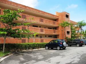 Apartamento En Venta En Higuerote, Carenero, Venezuela, VE RAH: 16-8379