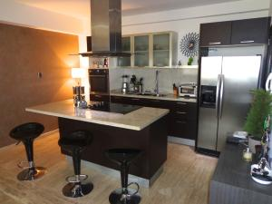 Apartamento En Venta En Maracaibo, La Lago, Venezuela, VE RAH: 16-8376