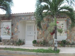 Townhouse En Venta En Municipio San Diego, La Esmeralda, Venezuela, VE RAH: 16-8603