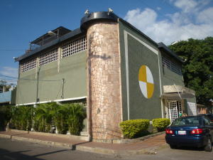 Edificio En Venta En Maracay, Piñonal, Venezuela, VE RAH: 16-8447