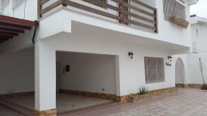 Casa En Venta En Punto Fijo, Casacoima, Venezuela, VE RAH: 16-8458