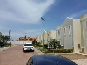 Townhouse En Venta En Punto Fijo, Puerta Maraven, Venezuela, VE RAH: 16-8472