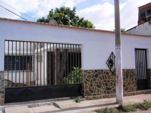 Casa En Venta En Turmero, Zona Centro, Venezuela, VE RAH: 16-8486