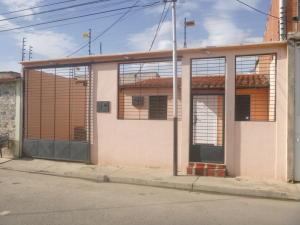 Casa En Venta En Turmero, Parque Residencial Araguaney Ii, Venezuela, VE RAH: 16-8503