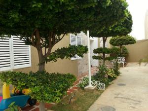 Townhouse En Venta En Maracaibo, Avenida Goajira, Venezuela, VE RAH: 16-5500