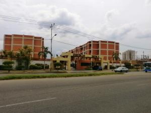 Apartamento En Venta En Maracaibo, Avenida Milagro Norte, Venezuela, VE RAH: 16-8512