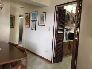 Apartamento En Venta En Caracas - Los Naranjos del Cafetal Código FLEX: 16-8549 No.7