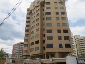 Apartamento En Venta En Catia La Mar, Playa Grande, Venezuela, VE RAH: 16-8618