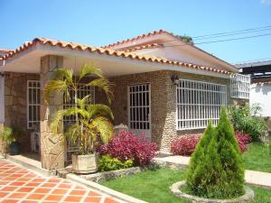 Casa En Venta En Maracay, San Miguel, Venezuela, VE RAH: 16-8628