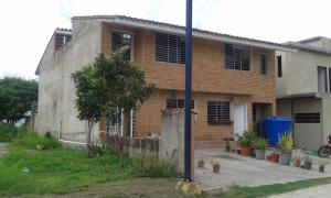 Townhouse En Venta En Caracas, Bosques De La Lagunita, Venezuela, VE RAH: 16-8671