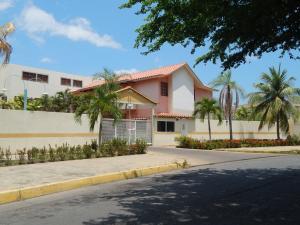 Apartamento En Ventaen Puerto La Cruz, Complejo Turistico El Morro, Venezuela, VE RAH: 16-8691