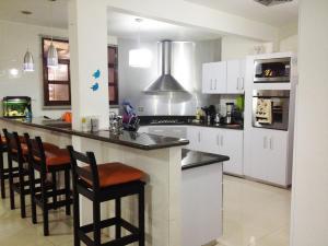 Casa En Venta En Maracaibo, Las Mercedes, Venezuela, VE RAH: 16-8770