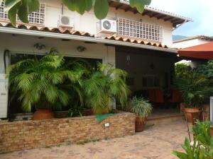 Casa En Venta En Maracay, El Castaño (Zona Privada), Venezuela, VE RAH: 16-8776