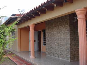 Casa En Venta En Ciudad Bolivar, Agua Salada, Venezuela, VE RAH: 16-9275