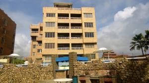 Apartamento En Venta En Tucacas, Tucacas, Venezuela, VE RAH: 16-9740