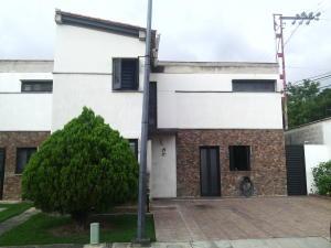 Casa En Venta En Cabudare, Parroquia José Gregorio, Venezuela, VE RAH: 16-8921