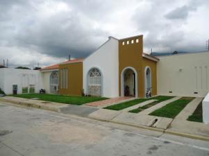 Casa En Venta En Municipio San Diego, La Cumaca, Venezuela, VE RAH: 16-8880
