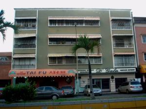 Apartamento En Venta En Caracas, Campo Claro, Venezuela, VE RAH: 16-8893