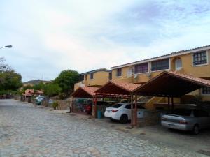 Apartamento En Venta En Margarita, Porlamar, Venezuela, VE RAH: 16-8973