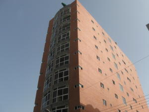 Apartamento En Venta En Maracay, Zona Centro, Venezuela, VE RAH: 16-8945