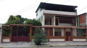 Casa En Venta En Maracay, San Ignacio, Venezuela, VE RAH: 16-8952