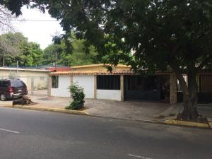 Terreno En Venta En Maracaibo, Avenida Universidad, Venezuela, VE RAH: 16-9012