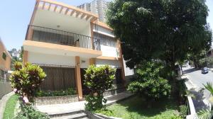 Casa En Venta En Caracas, Colinas De Bello Monte, Venezuela, VE RAH: 16-9032