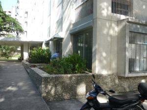 Local Comercial En Ventaen Caracas, Los Palos Grandes, Venezuela, VE RAH: 16-9077