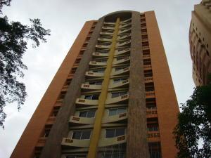 Apartamento En Venta En Valencia, Las Chimeneas, Venezuela, VE RAH: 16-9219